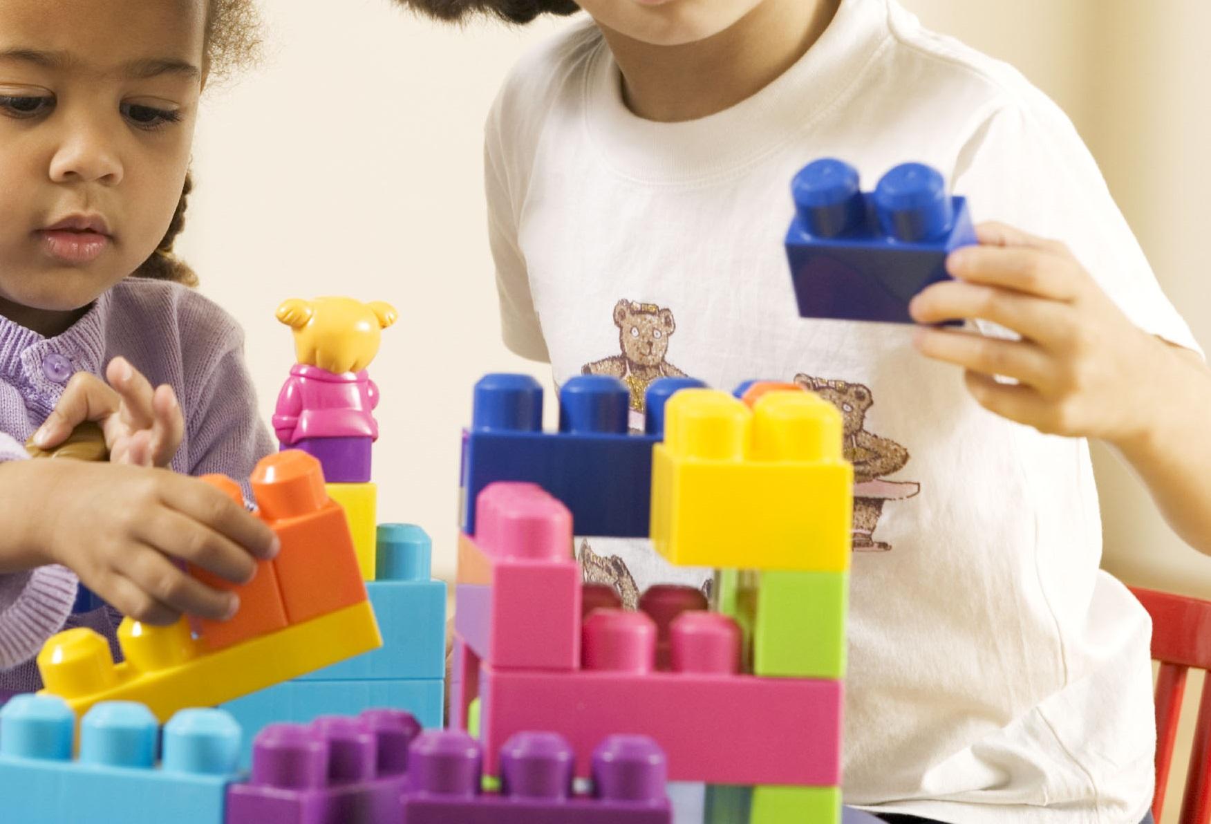 игри с детски конструктор